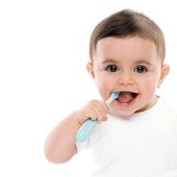 Как выбрать правильную зубную щетку для детей