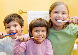 Чистим зубки вместе с детками