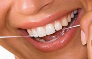 Применение зубных нитей или флосов вредит деснам и здоровью зубов
