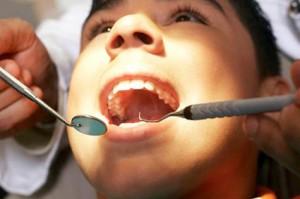 Разрушился зуб. К какому врачу идти на приём?